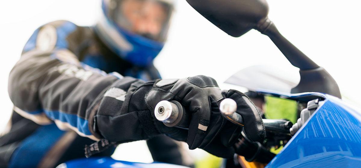 moto transportando remolque