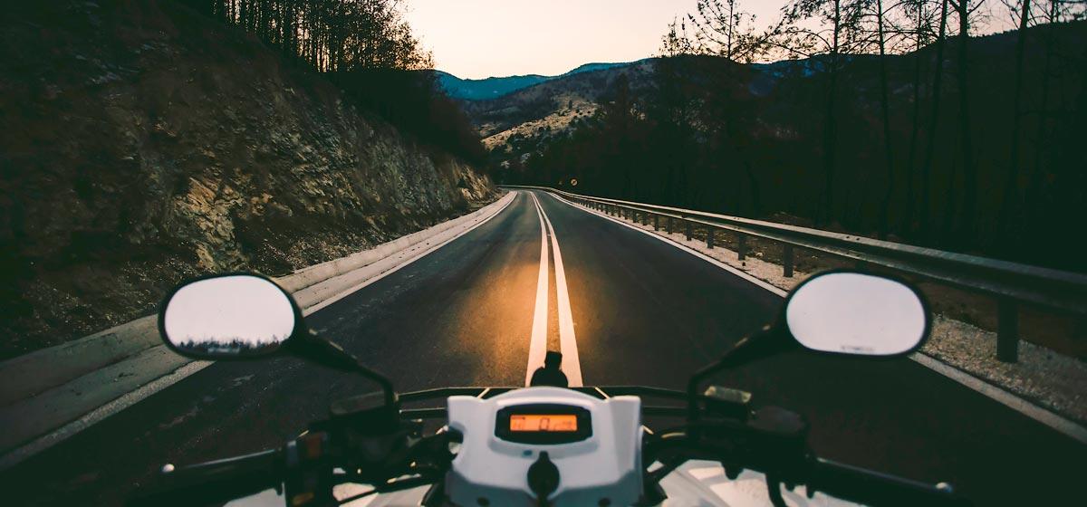 conducir de noche en moto